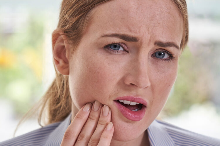 woman with oral pain